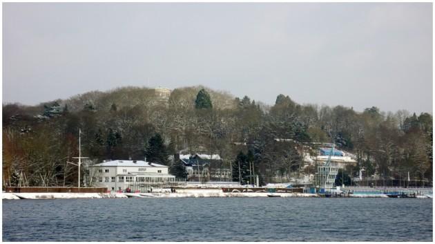 Blick über den Baldeneysee auf die Villa Hügel